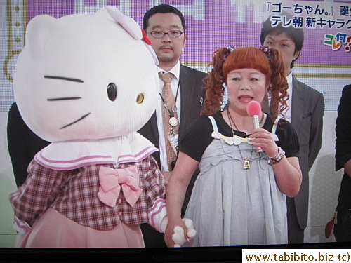 The woman on the right is the designer of Hello Kitty!